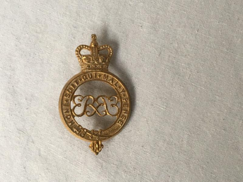QC GRENADIER GUARDS CAP BADGE