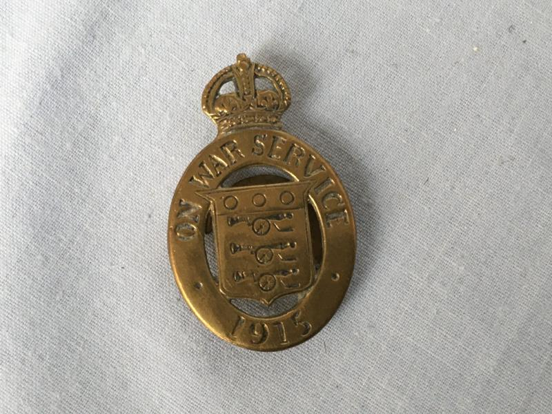 WW 1915 ON WAR SERVICE BADGE